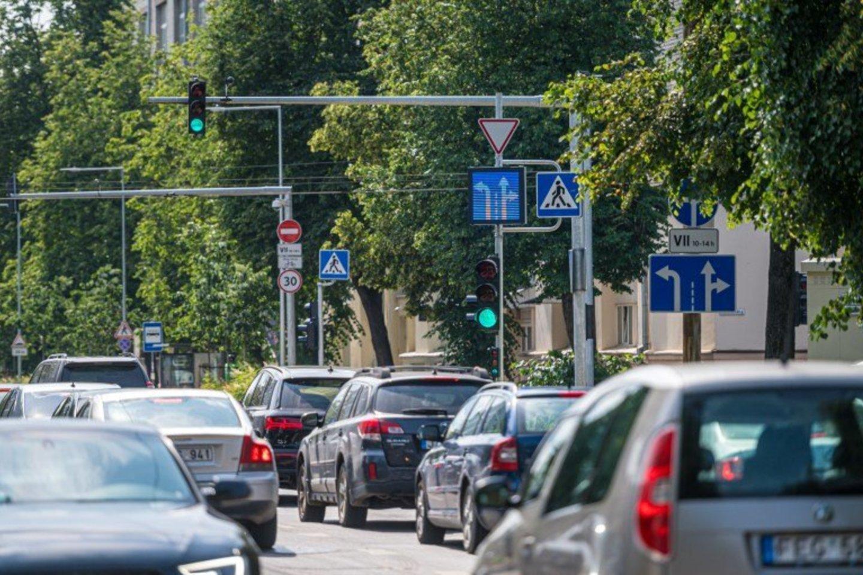 Sostinės gatvėse daugėja kintamos informacijos kelio ženklų – juos jau galima pastebėti važiuojant Naugarduko bei Geležinio Vilko g.<br>www.madeinvilnius.lt nuotr.