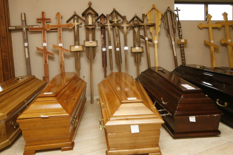 Prieš kelerius metus atlikta apklausa parodė, kad šalies biudžetas iš verslo, veikiančio laidojimo paslaugų srityje, kasmet praranda beveik 14 mln. eurų.<br>P.Lileikis