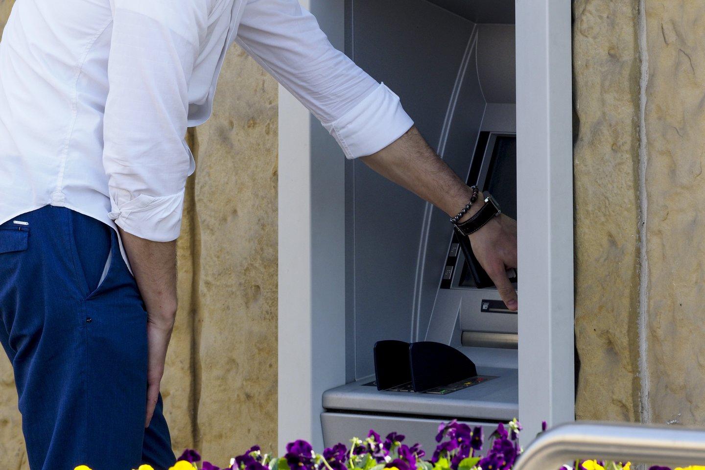 Prieš kelerius metus atlikta apklausa parodė, kad šalies biudžetas iš verslo, veikiančio laidojimo paslaugų srityje, kasmet praranda beveik 14 mln. eurų.<br>V.Ščiavinsko nuotr.