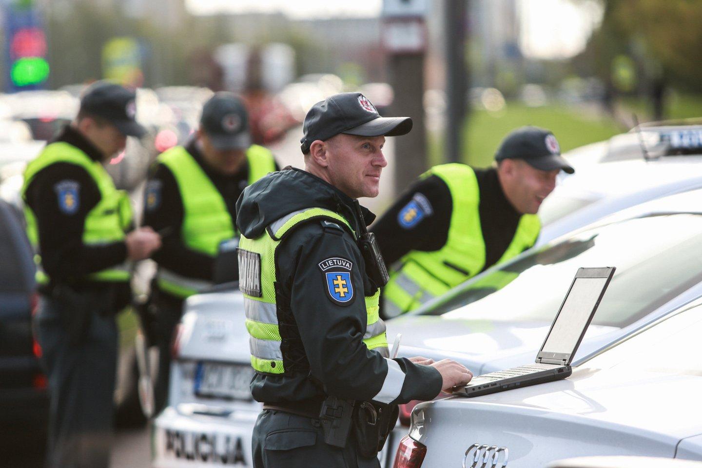 Kauno policijos atstovai minėjo, kad vaizdo stebėjimo informacinė sistema padės užtikrinti operatyvų nusikalstamų veikų ištyrimą ir jų prevenciją.<br>G.Bitvinsko nuotr.