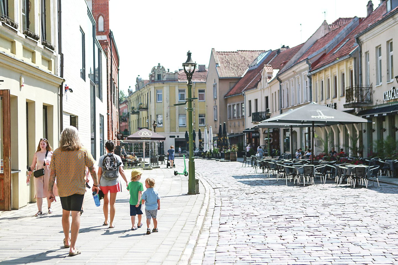 Vilniaus gatvės, kurioje vasarą paprastai verda gyvenimas, atnaujinimas prasidės liepos 12 dieną, o darbai truks iki kitų metų vasaros.<br>G.Bitvinsko nuotr.
