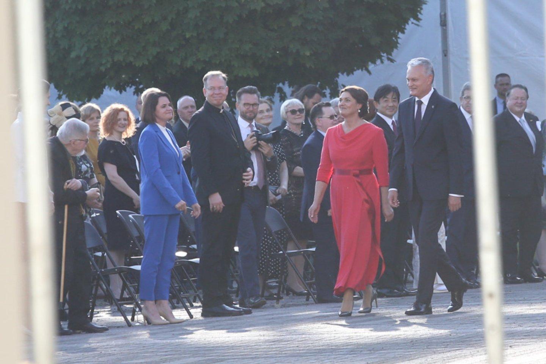 Valstybės dienos proga į prezidentūrą patraukė kviestiniai svečiai.<br>R.Danisevičiaus nuotr.