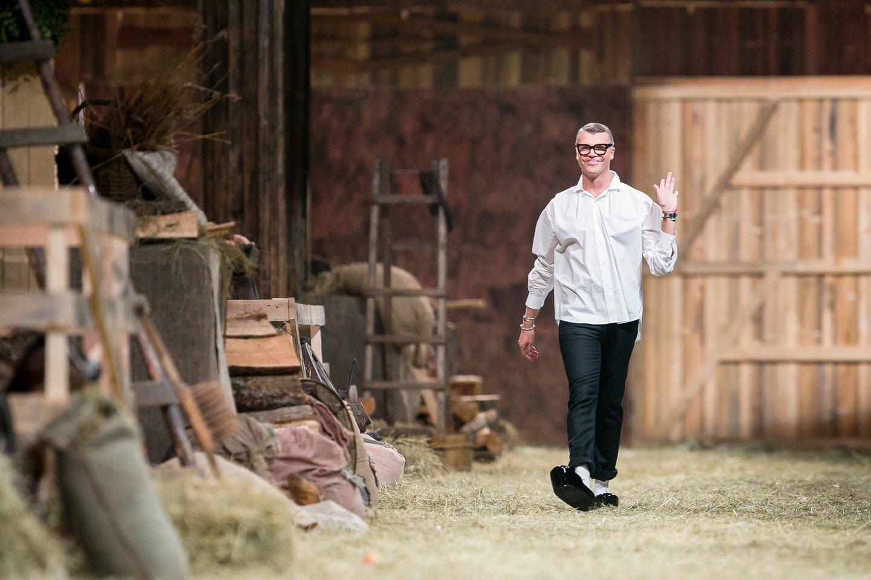 Skaitytoją sužavėjo garsaus madų kūrėjo Juozo Statkevičiaus paprastumas renkantis atostogas kaime.<br>T.Bauro nuotr.