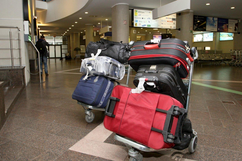 Tikėtina, kad savo lagaminą moteris pamiršo oro uosto bagažo atsiėmimo skyriuje.<br>R.Jurgaičio asociatyvi nuotr.