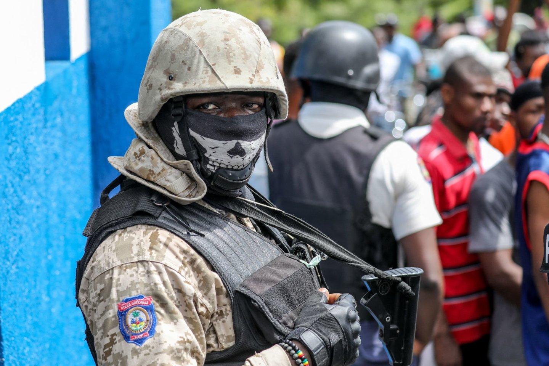 """Haityje suimtas su prezidento nužudymu siejamas įtariamasis, turintis """"politinių"""" motyvų. <br>AFP/Scanpix nuotr."""