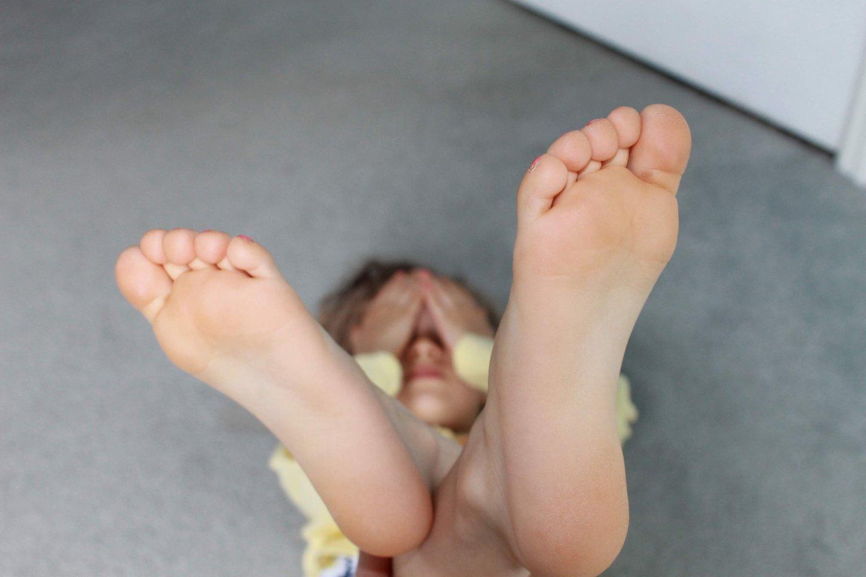 """Pas ortopedą svarbu apsilankyti tiek su mažais vaikais, tiek su paaugliais.<br>""""Unsplash"""" nuotr."""
