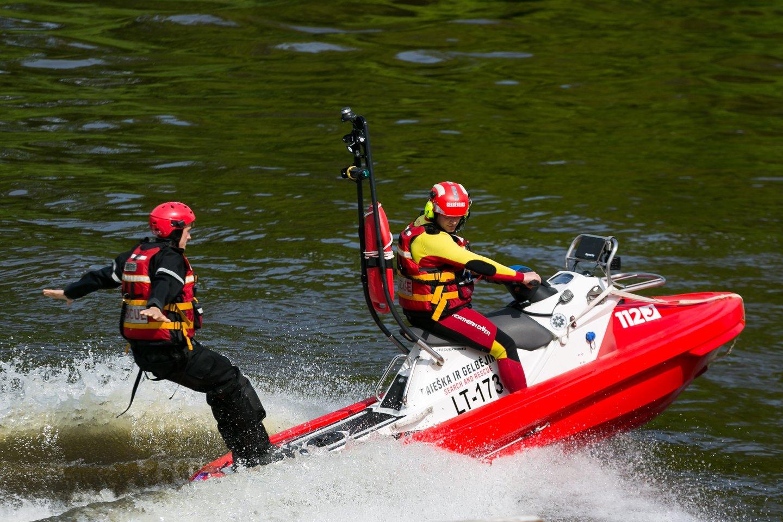 Priešgaisrinės apsaugos ir gelbėjimo departamento duomenimis, per pusmetį iš vandens ištraukta 60 žmonių kūnų.<br>T.Bauro asociatyvi nuotr.