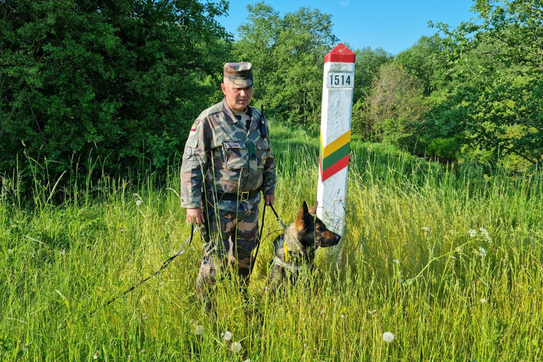 Per Baltarusijos pasienį į Lietuvą toliau plūsta migrantų srautai.<br>A.Vaitkevičiaus nuotr.