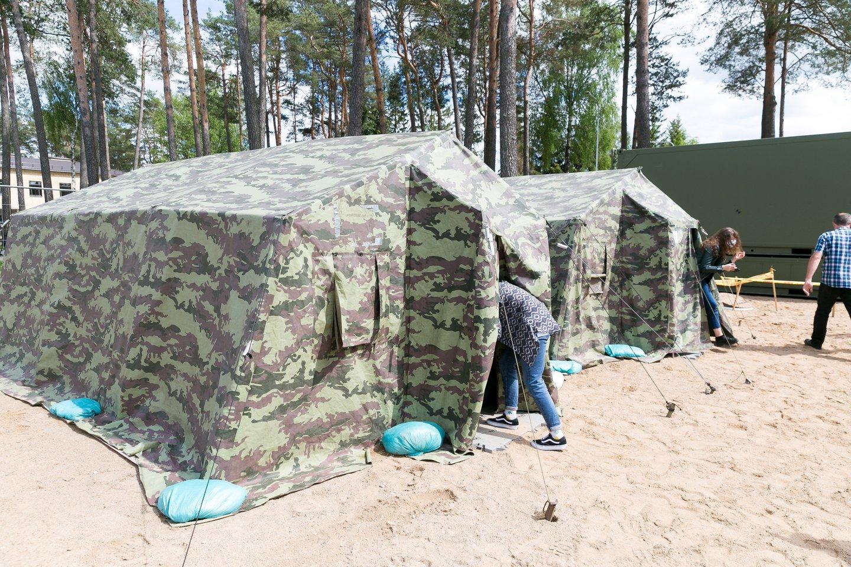Per Baltarusijos pasienį į Lietuvą toliau plūsta migrantų srautai.<br>T.Bauro nuotr.