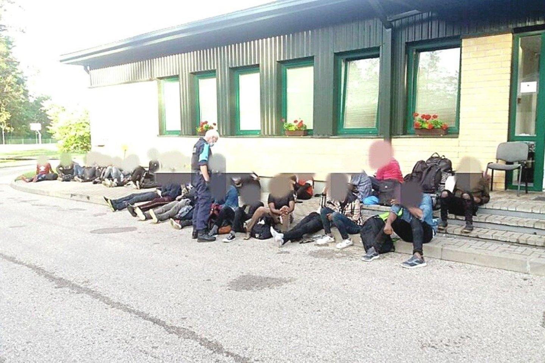 Daug rūpesčių kyla ir dėl neteisėtų migrantų laikino apgyvendinimo.