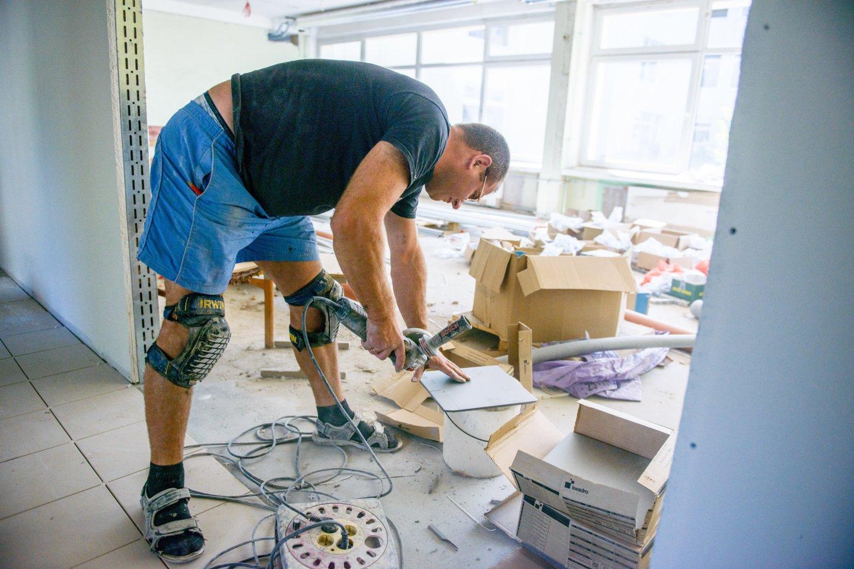 Neretai darbdaviai nusprendžia keisti darbo sąlygas.<br>J.Stacevičiaus nuotr.