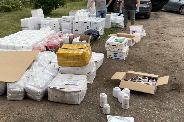 Sulaikyti nelegalius pesticidus į Lietuvą gabenę ir stambaus masto neteisėtą prekybą vykdę asmenys,<br>Kauno apskrities VPK nuotr.