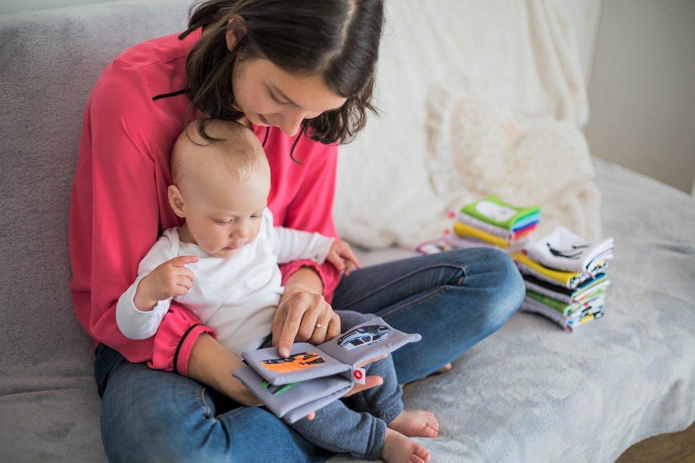 """Vaiko raidos ekspertai taip pat atkreipia dėmesį, kad mokantis kalbos, mažyliui svarbu ne tik girdėti žodžius, matyti, kaip juos taria suaugę, bet ir fiziškai pasirengti kalbėti.<br>""""Pixabay"""" nuotr"""
