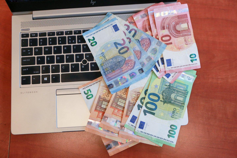 Sukčiai toliau nesunkiai randa lengvatikių ir savo sąskaitas pildo tūkstančiais eurų.<br>G.Bitvinsko asociatyvi nuotr.