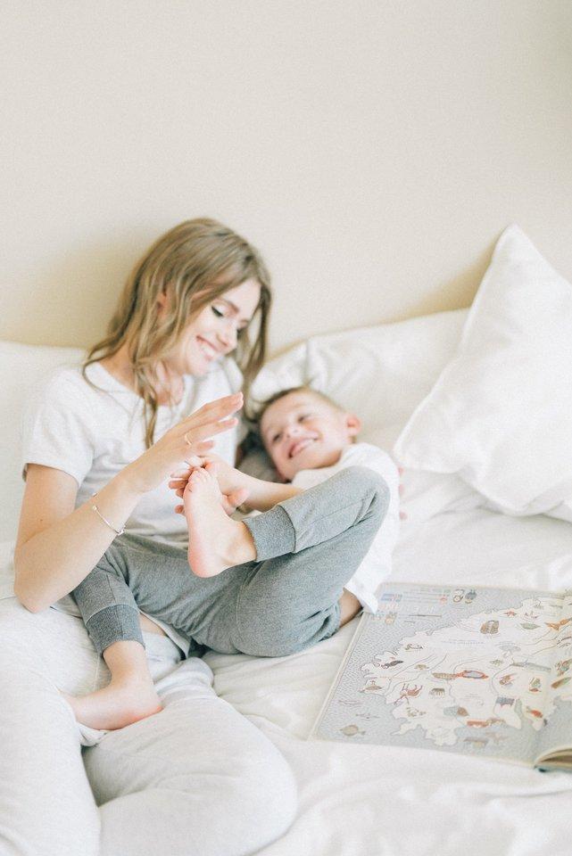 Kai vaikui nereikia kovoti dėl tėvų laiko, jis nebando dėmesio išsikovoti, skriausdamas save ar kitus, sirgdamas ir kt.<br>Pranešimo spaudai nuotr.