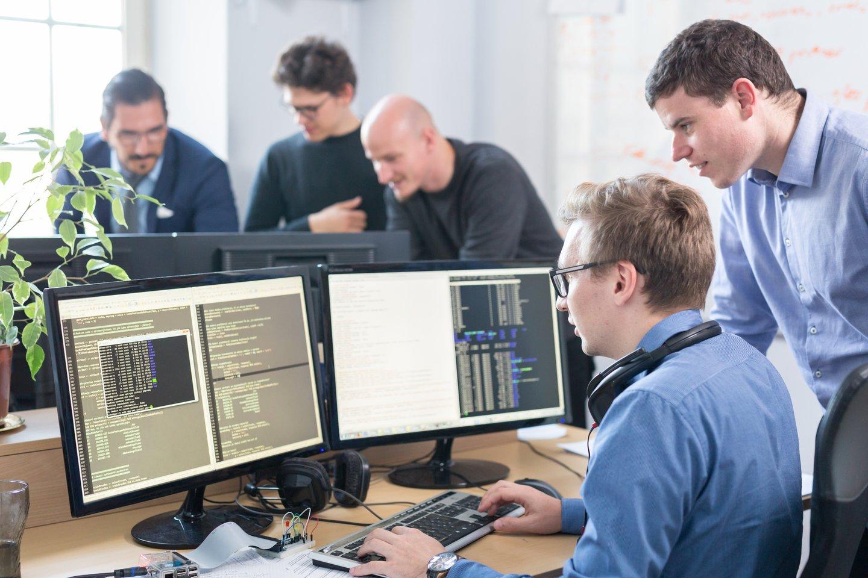 Karantino nulemti darbo organizavimo pokyčiai ir procesų skaitmenizacija IT specialistų poreikį augina ne tik technologijų, finansų, duomenų analitikos srityse, bet ir ypač sparčiai augančiame startuolių sektoriuje.