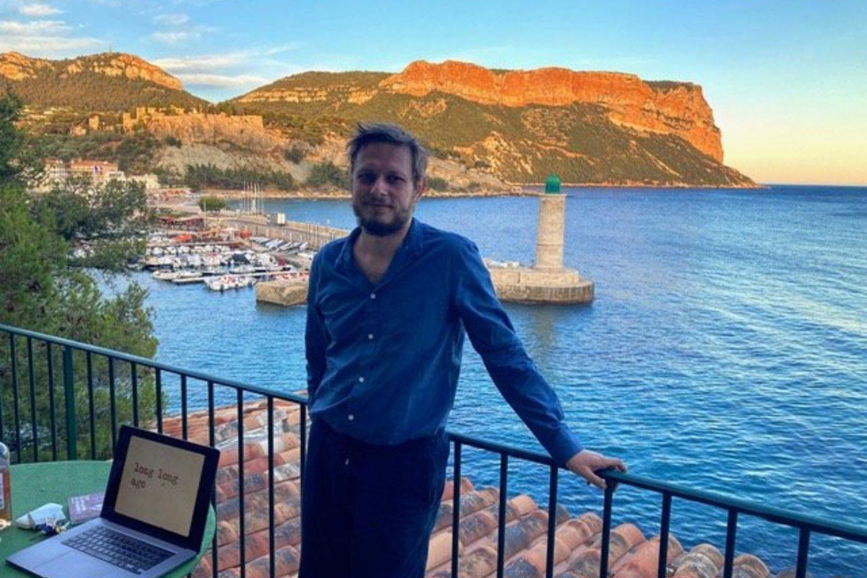 Kompozitorius A.Bumšteinas muziką kuria Viduržemio jūros pakrantėje.