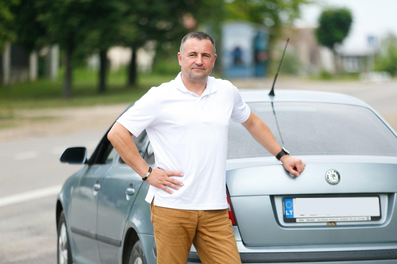 """R.Požėla pripažino, kad ant marškinėlių galėtų užsirašyti: """"Gezai užknisa juodai"""".<br>T.Bauro nuotr."""