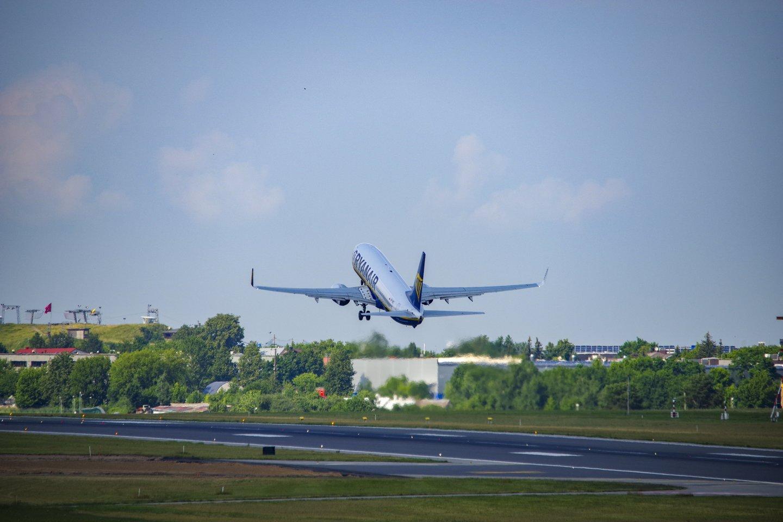 2 val. iki skrydžio yra minimalus laikas, kada keliauti išsiruošę žmonės turėtų atvykti į oro uostą.<br>V.Ščiavinsko nuotr.