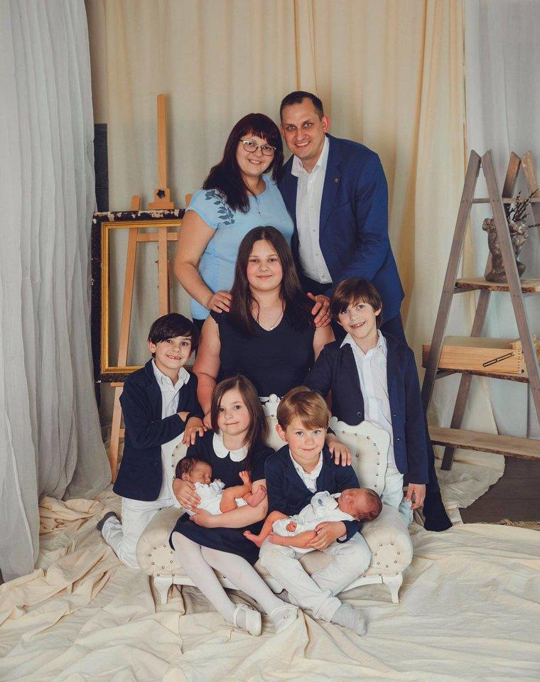 """Šeimos gyvenimas itin intensyvus – jie keliauja, eina į piligriminius žygius, organizuoja ir dalyvauja šeimų stovyklose.<br>""""Studio Smile"""" nuotr."""