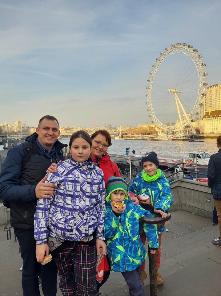 Daug vaikų nestabdo nuo kelionių – šeima nusičiupusi pigius bilietus aplankė ir Londoną.<br>Asmeninio albumo nuotr.