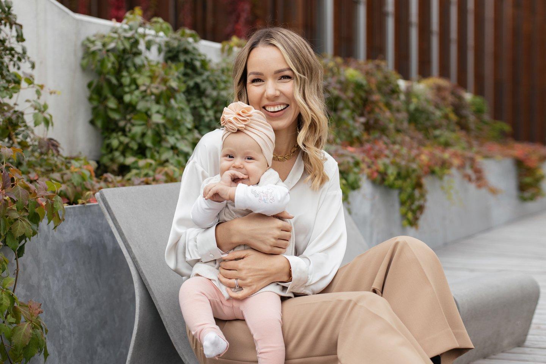Metukų Vestą auginanti Dovilė Sinkė prisipažįsta, kad nelengva suderinti darbą ir motinystę.<br>Asmeninio albumo nuotr.