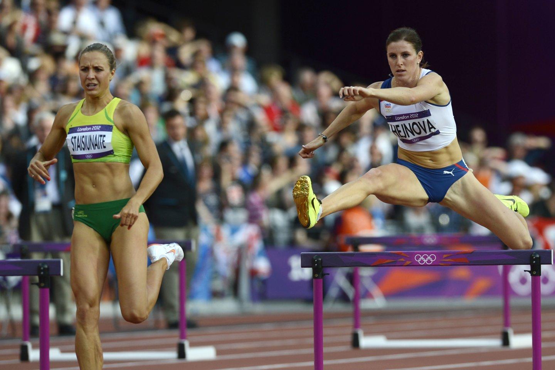 Z.Hejnova (dešinėje) praleis Tokijo olimpines žaidynes.<br>AFP/Scanpix nuotr.