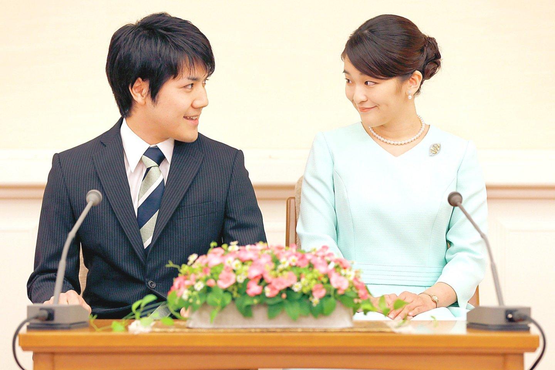 """Japonijos princesė Mako ir K.Komuro susižadėjo dar 2017-aisiais, bet jųdviejų vestuvės vis atidedamos.<br>AFP/""""Scanpix"""" nuotr."""
