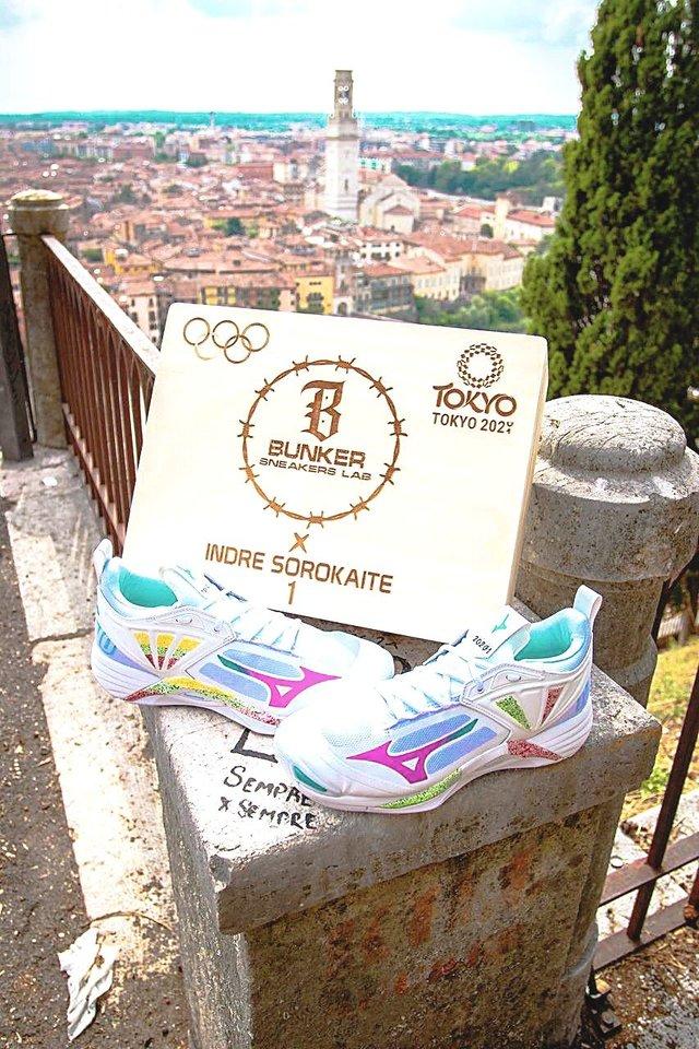 I.Sorokaitė neslepia užmojų su Italijos rinktine Tokijo olimpiadoje užkopti ant garbės pakylos. Jos sportbačius greta Italijos vėliavos puoš ir lietuviška trispalvė.<br>F.Cucchetti nuotr.