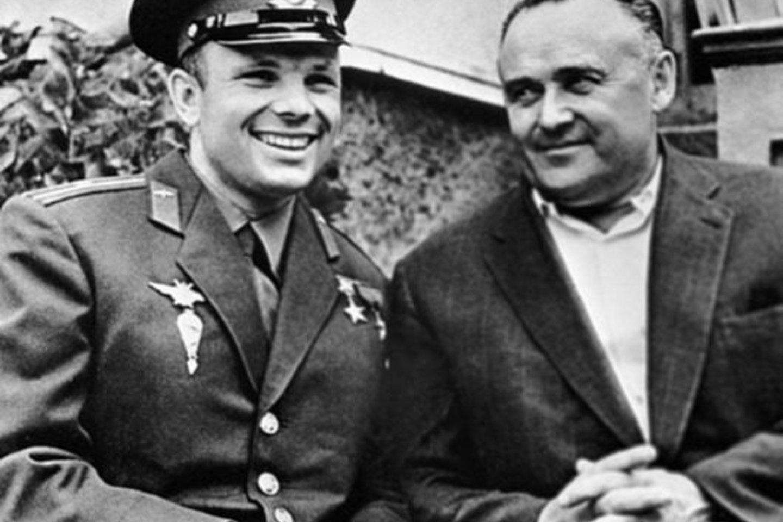 Kosmonautas J.Gagarinas ir raketų konstruktorius S.Koroliovas.