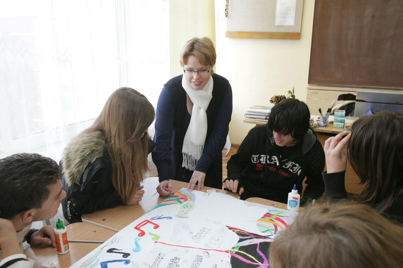 Prašymų priimti vaikus mokytis pastaruoju metu nemažai mokyklos sulaukia, nes masiškai grįžta namo kažkada iš Lietuvos emigravusios šeimos.<br>A.Barzdžiaus nuotr.