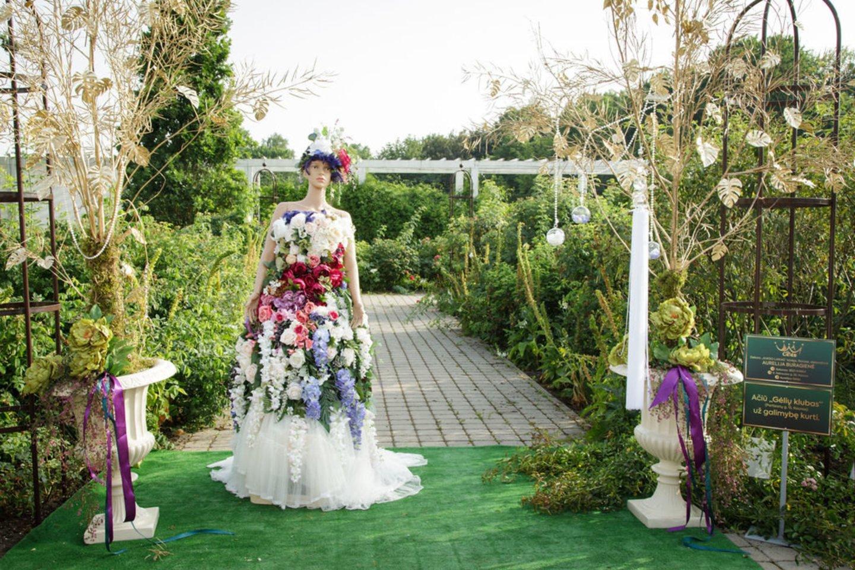 Botanikos sode pristatytos vasariškos dizainerių kolekcijos.<br>Aurafoto nuotr.