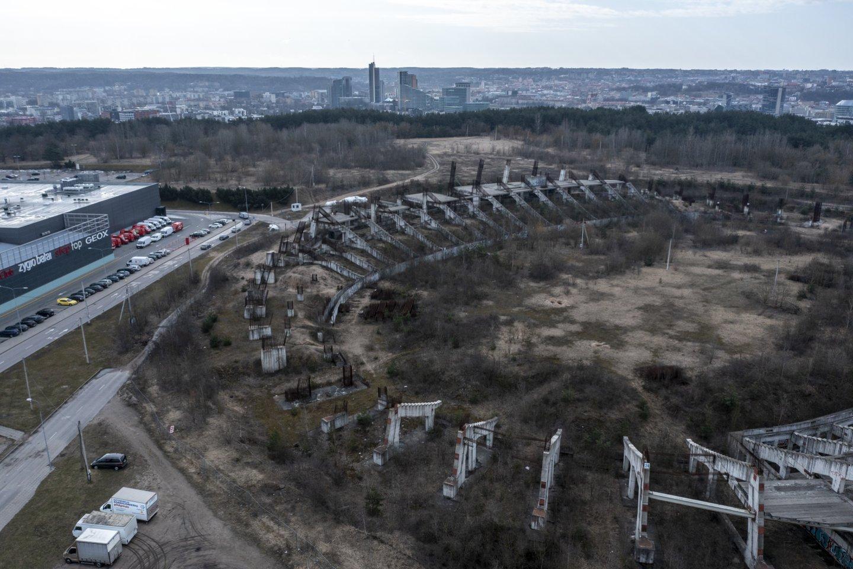Trikdžių statant Nacionalinį stadioną būta jau nuo 1988-ųjų.<br>V.Ščiavinsko nuotr.