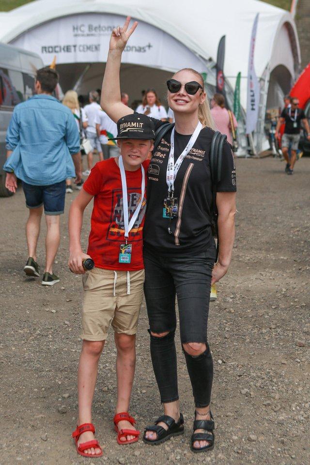 Natalija Bunkė su sūnumi Kristupu.<br>G.Bitvinsko nuotr.