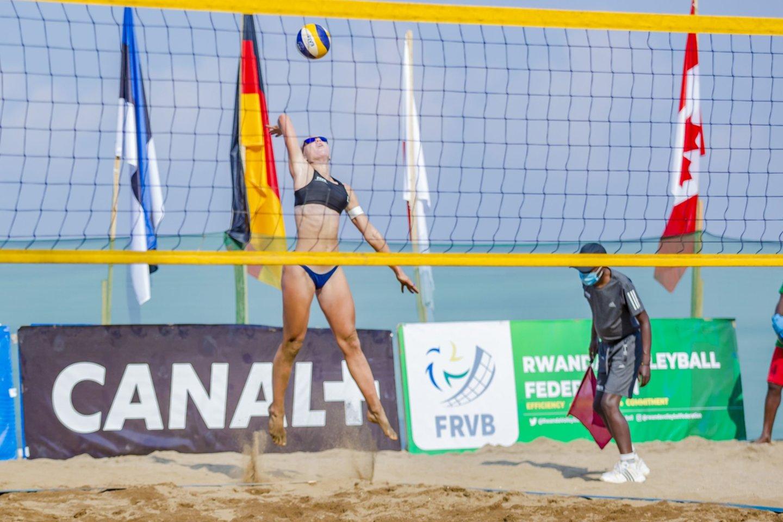 Ieva Dumbauskaitė ir Gera Grudzinskaitė užėmė devintąją vietą<br>FIVB nuotr.
