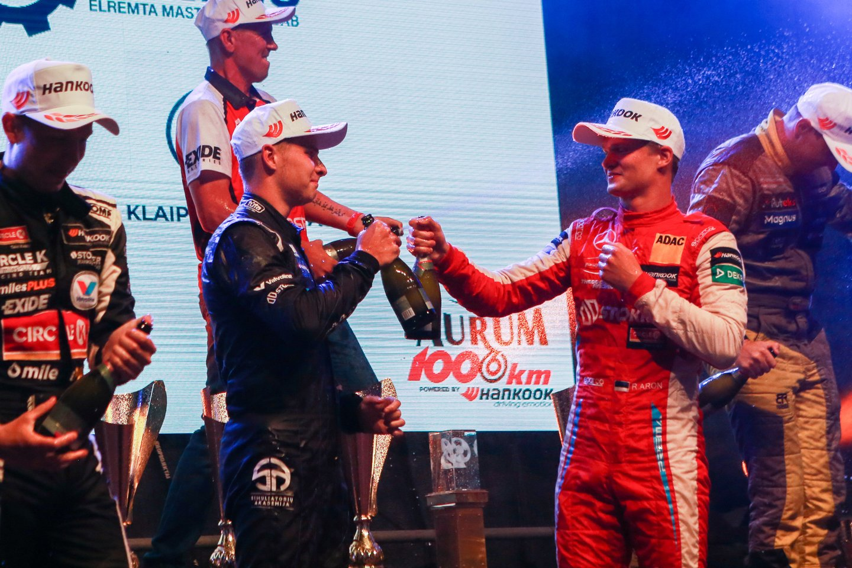 Lenktynes nugalėjo automobiliu Porsche vaziavusi Circle K komanda.<br>G.Bitvinsko nuotr.