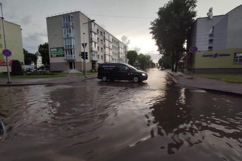 """Kaip žadėjo meteorologai, šeštadienį dalis Lietuvos sulaukė smarkios liūties.<br>""""Jurbarko šviesos"""" nuotr."""