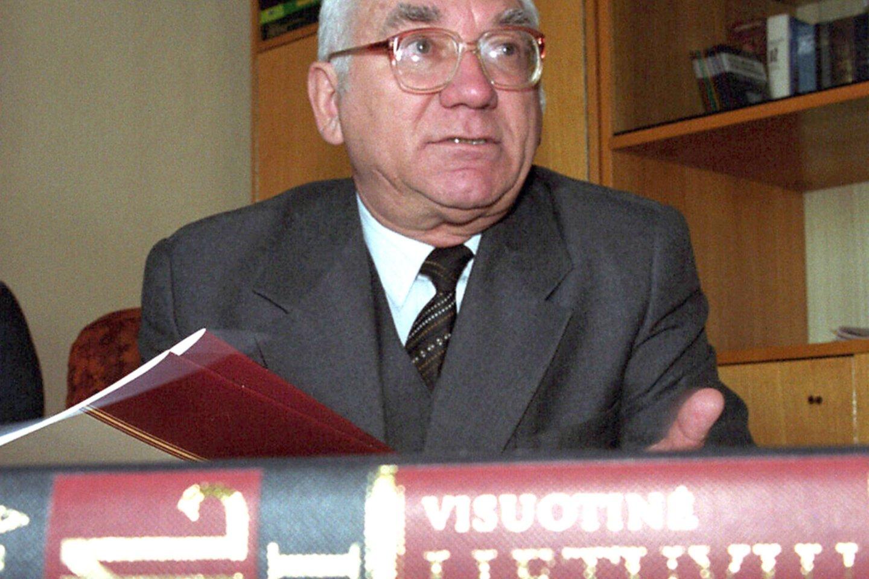 Visuotinės lietuvių enciklopedijos vyriausiasis redaktorius Antanas Račis.<br>Gedimino Žilinsko/ELTA) nuotr