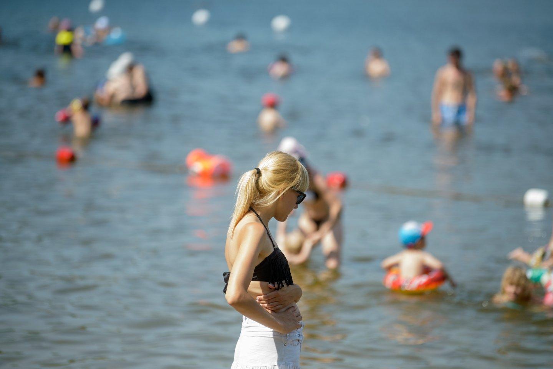 Vasarotojų mėgstami džiaugsmai daliai žmonių baigiasi anksčiau dėl prasidėjusių ausų problemų.<br>J.Stacevičiaus nuotr.