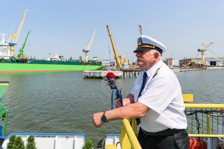 Jūrų kapitonas J.Liepuonius neatpažįsta pasikeitusios Malkų įlankos.<br>A.Kubaičio nuotr.