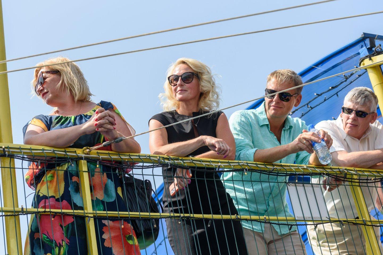 Svečiai žvalgėsi į naujas uosto krantines.<br>A.Kubaičio nuotr.