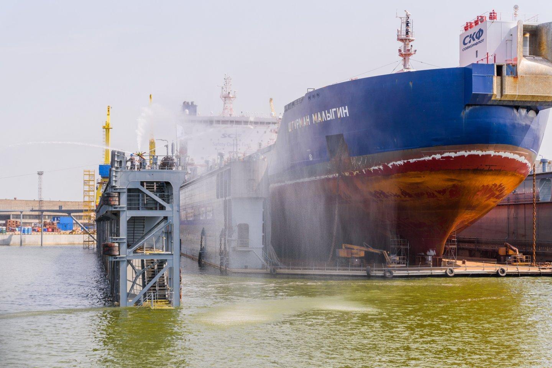 Vakarų laivų gamyklos sveikinimai.<br>A.Kubaičio nuotr.