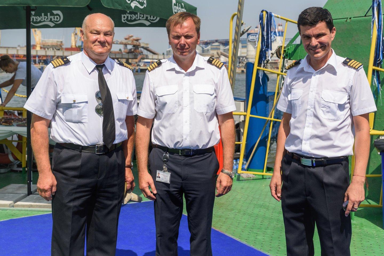 Buvęs ilgametis Klaipėdos valstybinio jūrų kapitonas Adomas Alekna (kairėje) su kolegomis.<br>A.Kubaičio nuotr.