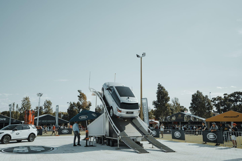 """Kadangi niekaip nesibaigia puslaidininkių deficitas, """"Jaguar Land Rover"""" kompanija priversta peržiūrėti savo automobilių gamybos planus.<br>www.unsplash.com nuotr."""