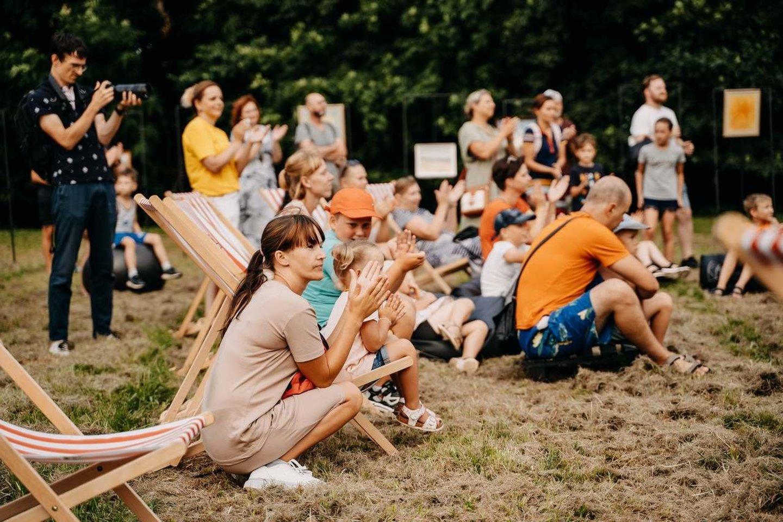 Fotografijos – iš Raudondvaryje vykusios jaunimo laisvalaikio erdvės atidarymo šventės.<br>M.Plepio nuotr.
