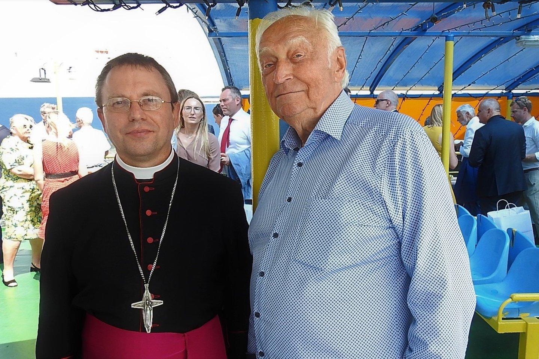 Telšių vyskupas Algirdas Jurevičius ir Klaipėdos garbės pilietis Valentinas Greičiūnas.<br>A.Kubaičio nuotr.