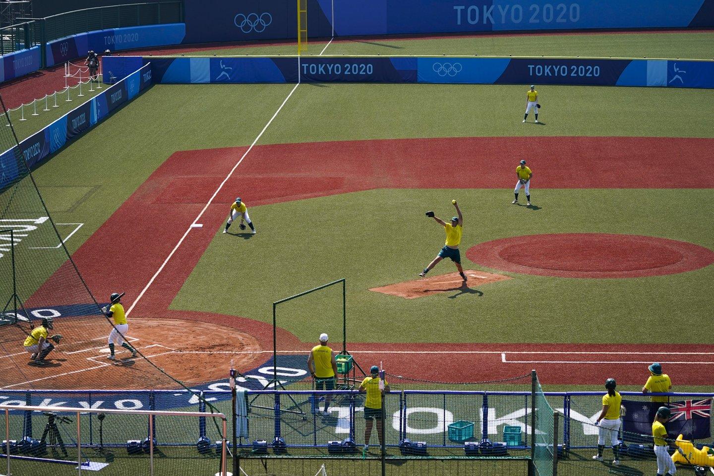 Australijos softbolo rinktinės treniruotė Fukušimoje.<br>AP/Scanpix nuotr.