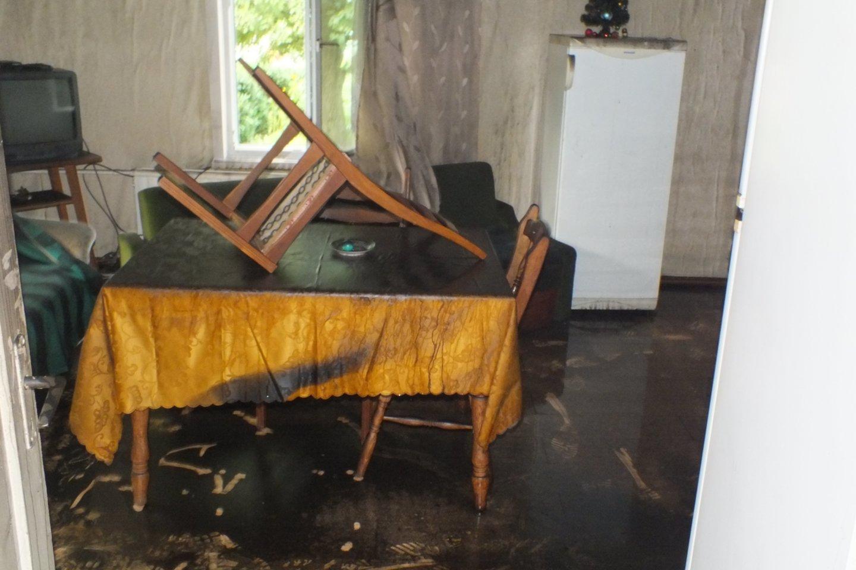 Manoma, jog pensininko vonios kambaryje užsidegė sena skalbimo mašina.<br>Ugniagesių nuotr.