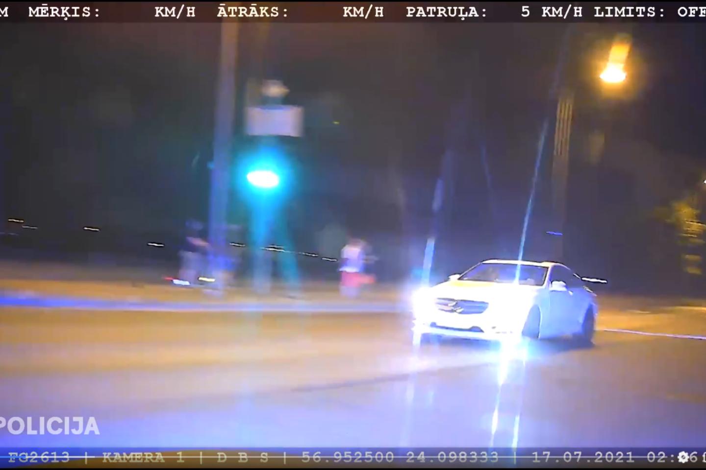 Pagavo vairuotoją, kuris gerokai viršijo leistiną greitį.<br>Stop kadras