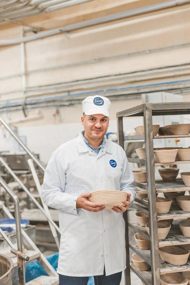 """T.Aleknavičius teigia, kad šiandien vis dar trūksta informacijos, kuo iš tiesų skiriasi duonos ženklinimas """"geriausias iki..."""" nuo ženklinimo """"tinka vartoti iki"""", todėl dažnai duona nepelnytai atsiduria šiukšliadėžėje. <br>Pranešimo autorių nuotr."""